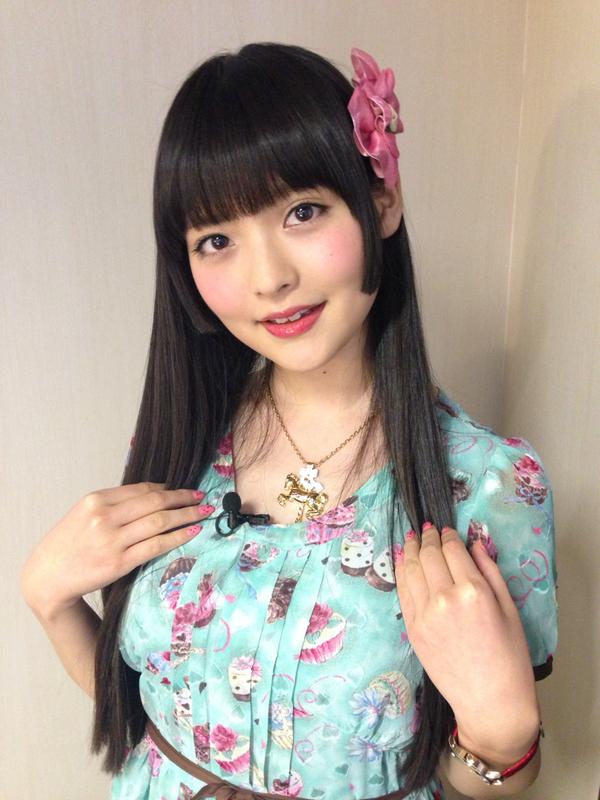 声優で歌手の上坂すみれがSumipediaを発売!水着やすっぴん、自宅、私服を初公開!