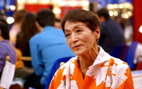世界ナゼそこに?70歳女性トモコがイタリアで有名人に!?驚愕のパフォーマンスとは!?