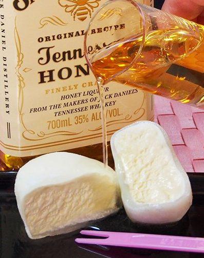 【美味】雪見だいふくに「ジャックダニエルテネシーハニー」をぶっかける!蜂蜜とナッツの風味で超絶おいしいwww