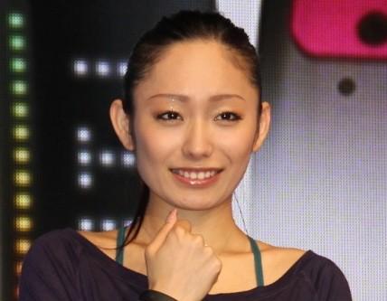 【画像】安藤美姫、小塚崇彦との「ハート写真」に批判殺到!奥さんが気の毒になる写真がこちら!